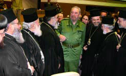 Президент Кубы Фидель Кастро приветствует православных архиереев