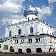 Троицкий собор, в котором находятся чудесно обновляющиеся фрески