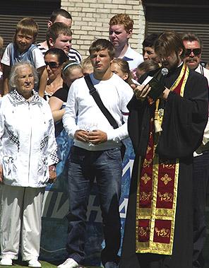 На открытии футбольной площадки в родном дворе. Фото: Православие.Ru