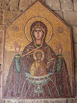 Загрузить увеличенное изображение. 550 x 733 px. Размер файла 257306 b.  Богородица. Мозаика во внутренних галереях храма Филеримской иконы Божией Матери