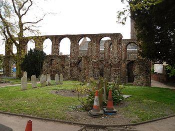 Загрузить увеличенное изображение. 1000 x 750 px. Размер файла 489523 b.  Руины аббатства в честь св. Ботольфа в Колчестере (фото И. Лапа)