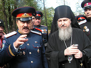 Епископ Павлово-Посадский Кирилл и председатель Союза атаманов России Виктор Водолацкий
