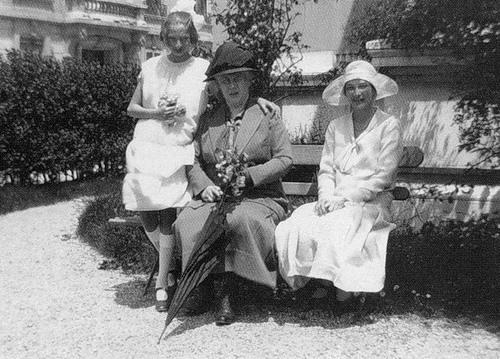Княжна Татьяна (справа) и Вера с матерью