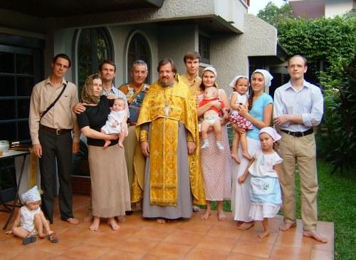 Архимандрит Олег (Черепанин) с прихожанами