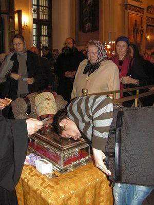 В Троицком соборе, возле десницы святителя Спиридона Тримифунтского