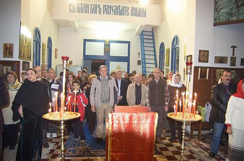 На богослужении в Воскресенском храме в г. Рабате