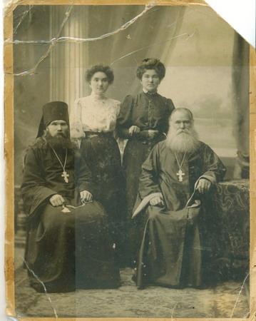 Могилевские: о.Николай, Меланья, Анастасия, о.Никифор. Екатеринослав, 1909 г.
