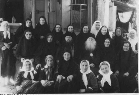 Митрополит Николай с монахинями