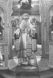 Святитель Николай (Могилевский) во время службы.