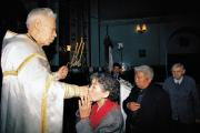 О. Григорий Чжу за богослужением