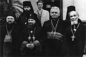 Отец Гавриил Костельник с участниками Совещания глав и представителей Автокефальных Православных Церквей. Москва, 1948 г.