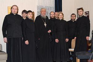 Загрузить увеличенное изображение. 800 x 536 px. Размер файла 93574 b.  Архимандрит Антоний (Гулиашвили) с проректором и семинаристами СДС. Фото: Православие.Ru