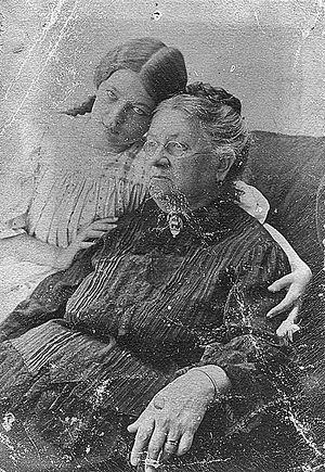 Мать святителя Луки с внучкой Верой Войно-Ясенецкой, в замужестве Прозоровской
