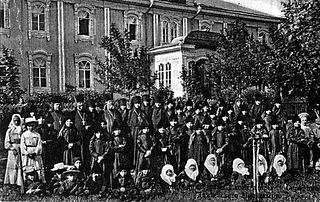 The children of the orphanage in pre-revolutionary Diveyevo.