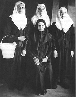 Novice Euphrosyne, the future Schema-nun Margarita (far left).