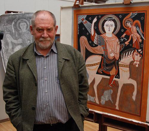 Народный художник России Евгений Николаевич Максимов рядом с написанной им во время мастер-класса фреской