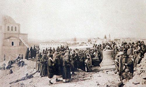 Колокол доставлен на Елеон для установки на будущую колокольню 7 февраля 1885 года