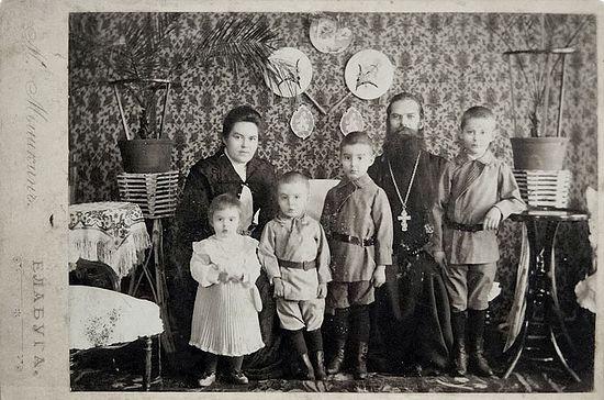 Загрузить увеличенное изображение. 800 x 529 px. Размер файла 128646 b.  Семья Дерновых. Фото из архива А.С. Филипповой