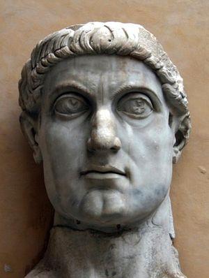 Фрагмент капитолийского колосса (статуи императора Константина). Капитолийские музеи. Двор Плаццо деи Консерватори