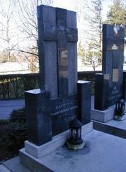 Могила митрополита Досифея на кладбищее Введенского монастыря в Белграде