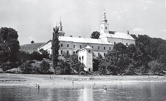 Загрузить увеличенное изображение. 600 x 367 px. Размер файла 123378 b.  Мукачевский Никольский монастырь. Фото 1970-х гг.