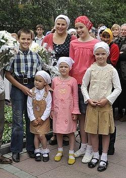 Матушка Анна Ромашко с детьми