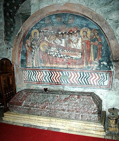 Надгробие свт.Саввы II в хаме Свв.Апостолов. Печская патриархия. Фото: иером.Игнатий (Шестаков)