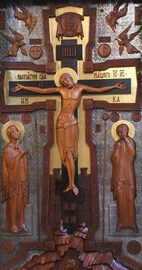 Распятие, стоящее в соборе Сретения Владимирской иконы Божией Матери у южной стены. Сретенский монастырь