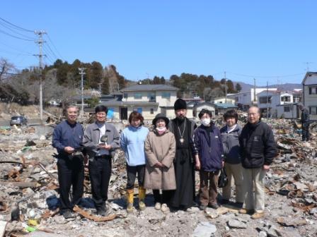 6 апреля епископ Серафим, священник Марк Коикэ и священник Михаил Таинака посетили Ямада