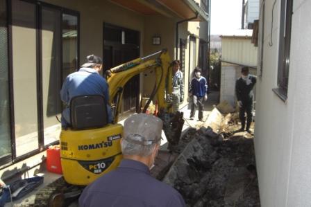 5 апреля. 25 прихожан совершают уборку в церкви Исиномаки