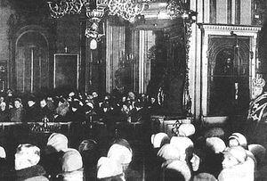 Загрузить увеличенное изображение. 705 x 476 px. Размер файла 72961 b.  Служба в Никольском соборе блокадного Ленинграда