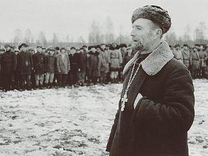 Загрузить увеличенное изображение. 590 x 443 px. Размер файла 47154 b. 1941г.Православный священник выступает перед бойцами партизанского соединения. Ленинградская область
