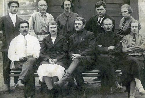 Филипп Никитич Смирнов среди учителей.Алтайский край. Крайний слева в певом ряду