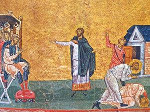 Святой великомученик Артемий обличает императора Юлиана Отступника в убиении пресвитеров Антиохийской Церкви Евгения и Макария. В правом углу миниатюры изображено усекновение глав пресвитерам Евгению и Макарию