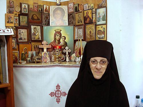 Загрузить увеличенное изображение. 700 x 525 px. Размер файла 121892 b.  Монахиня Вероника (Рахеб)