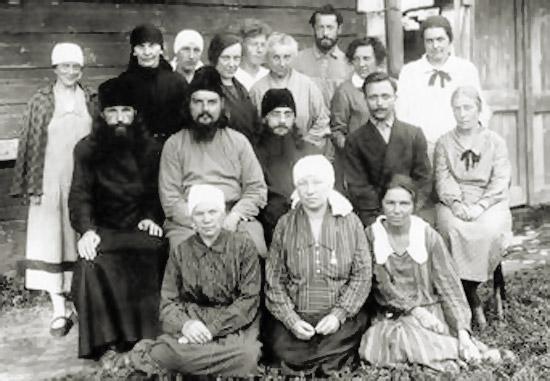 Священномученик Сергий Мечёв с прихожанами. Верея, 1927-1928 гг.