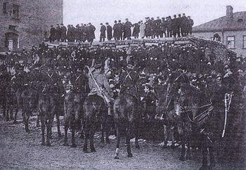 Загрузить увеличенное изображение. 1223 x 845 px. Размер файла 234877 b.  January 9, 1905. A group of demonstrators blocked by the guard.