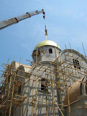Загрузить увеличенное изображение. 500 x 667 px. Размер файла 128915 b.  Строительство храма на острове Пукет