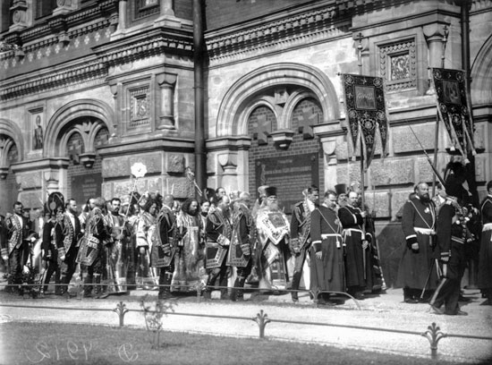 Освящение храма Воскресения Христова (Спас-на-крови). Крестный ход с южной стороны здания. 1907 год