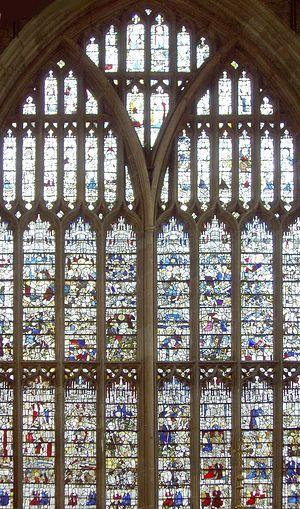 Загрузить увеличенное изображение. 700 x 1187 px. Размер файла 492951 b.  Витраж XV века в приорате Грейт-Молверн. Где-то на нём имеется изображение св. Верстана