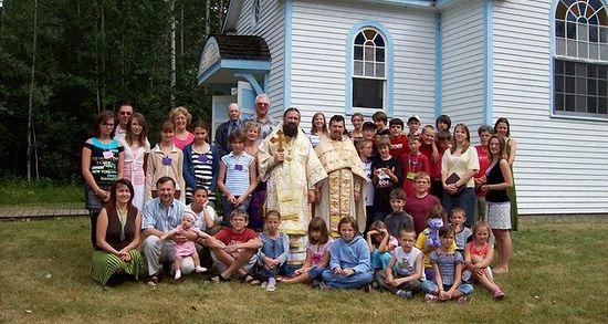 Загрузить увеличенное изображение. 640 x 480 px. Размер файла 112137 b.  После литургии в летнем детском лагере