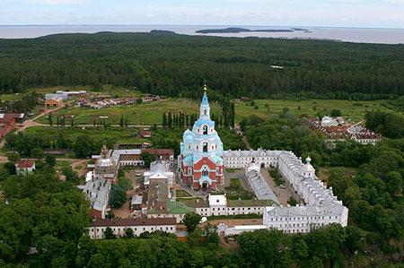 Монастырь с птичьего полета, лето. Фото: Павел Козионов