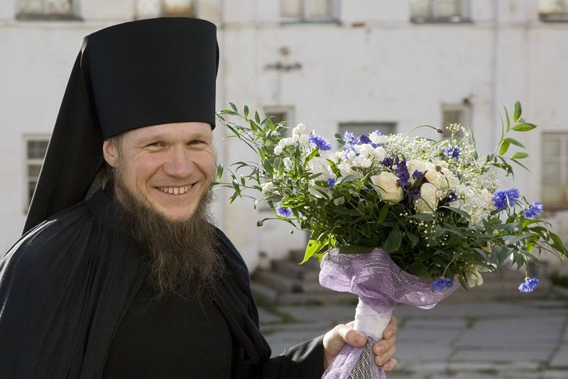 Waiting with flowers for the Patriarch.