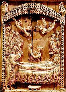Ил. 2. Успение Богоматери. Плакетка из слоновой кости. Конец X в. Музей Метрополитен, Нью-Йорк