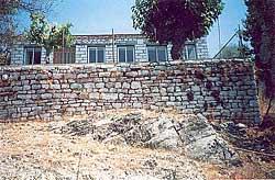 В деревне Таксиархис сохранился камень, на котором имел обыкновение учить святой Косма