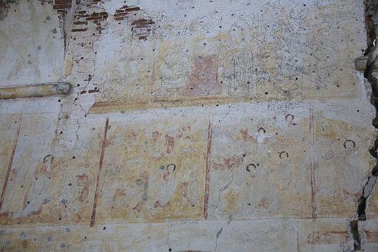 Размытые дождями фрески