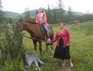 Матушка Анна Ромашко со старшей дочерью Лизой на отдыхе в Хакасии