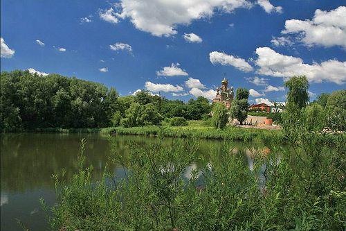 Вид с озера на Голосеево