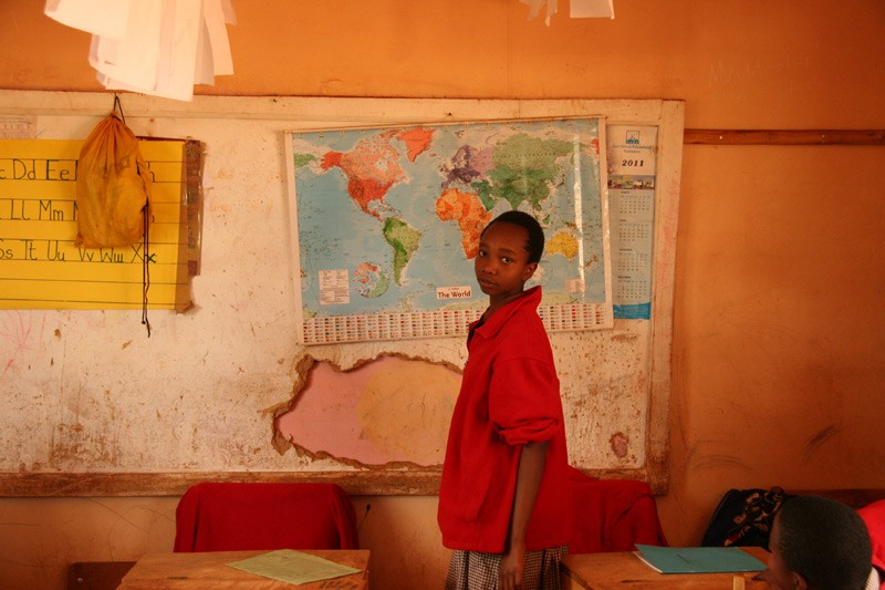 Hope for the Kikuyu.  A pupil easily finds Russia on the world map.  Photo: Denis Makhanko