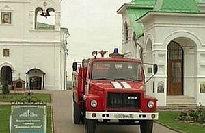 Автоцистерна АЦ-40, пожертвованная монастырю региональным отделением МЧС